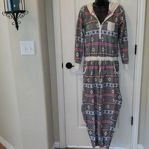 Sz M Kensie Snowflake onesie pajamas
